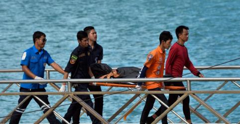 Placeholder - loading - Imagem da notícia Naufrágio de barco turístico deixa ao menos 27 mortos na Tailândia