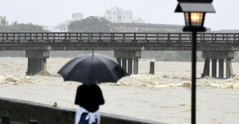 Centenas de milhares de pessoas são retiradas de casa no Japão devido a chuvas 'históricas'; 4 morrem