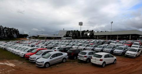Placeholder - loading - Imagem da notícia Queda de venda a Argentina e México faz Anfavea cortar previsões sobre veículos do Brasil