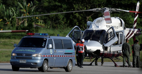 Equipes de resgate retiram 4 pessoas de caverna na Tailândia nesta segunda-feira