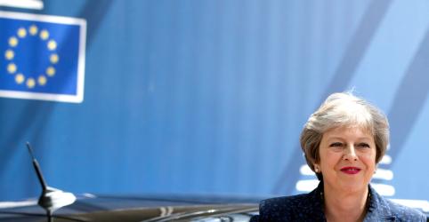 Premiê britânica May vai resistir a qualquer tentativa de tirá-la do poder, diz porta-voz