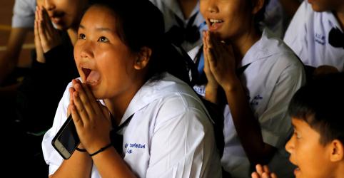 'Milagre ou ciência?': Mergulhadores retiram 12 meninos e treinador de caverna na Tailândia