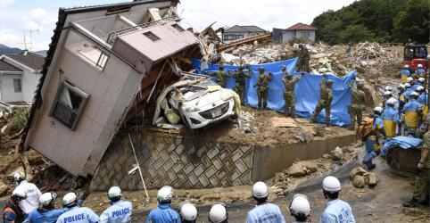 Japão luta para levar ajuda a vítimas das piores enchentes em décadas