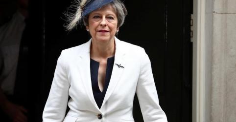 Placeholder - loading - Imagem da notícia May reafirma autoridade após demissões de ministros contrários a planos para Brexit