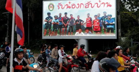 Meninos tailandeses resgatados estão saudáveis e sem sinais de estresse, dizem médicos