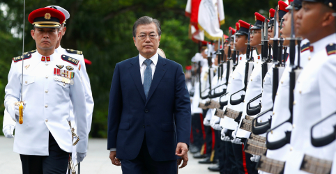 Placeholder - loading - Imagem da notícia Líder sul-coreano diz que conversas entre Coreia do Norte e EUA estão 'no rumo certo'