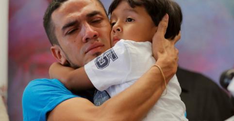 EUA dizem que todas as crianças imigrantes pequenas elegíveis foram reunidas com pais