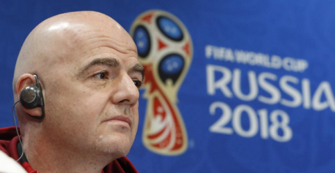 Presidente da Fifa diz que árbitro de vídeo significa o fim dos gols em impedimento