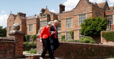 Placeholder - loading - Imagem da notícia Trump diz que May faz trabalho 'fantástico' sobre Brexit e promete acordo comercial