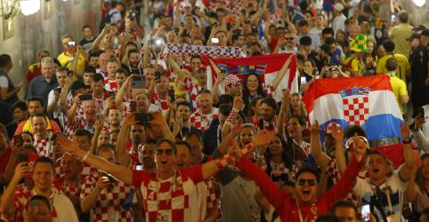 Torcedores croatas ofuscam franceses mais discretos no aquecimento para final em Moscou
