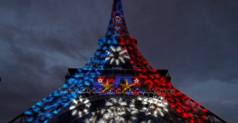 Placeholder - loading - Imagem da notícia Comemorações por Copa do Mundo animam a França; parada da vitória será na Champs Élysées
