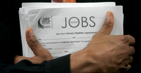 Pedidos de auxílio-desemprego dos EUA caem para mínima de mais de 48 anos e meio