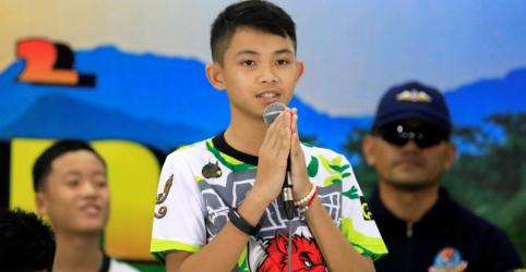 Capitão de time tailandês resgatado de caverna relata alegrias da volta para casa