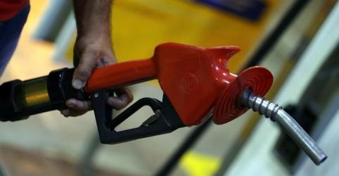 Placeholder - loading - Imagem da notícia ANP descarta impor frequência de reajuste de combustível, quer divulgação de preço