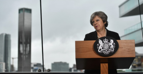 Premiê britânica pede que União Europeia evolua posição sobre Brexit