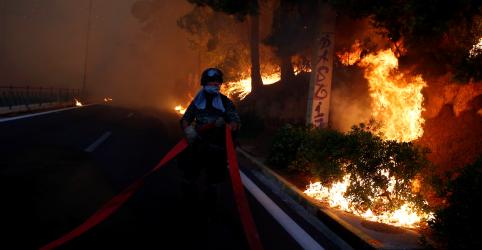 Grécia combate incêndios que deixaram mais de 20 mortos