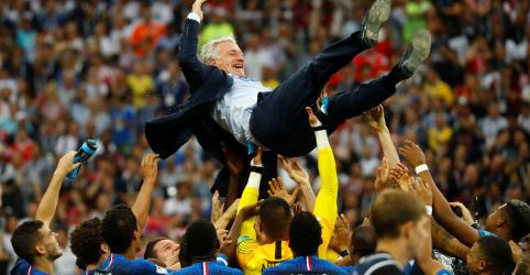Placeholder - loading - Imagem da notícia Deschamps e Zidane são indicados a prêmio de melhor treinador do ano da Fifa