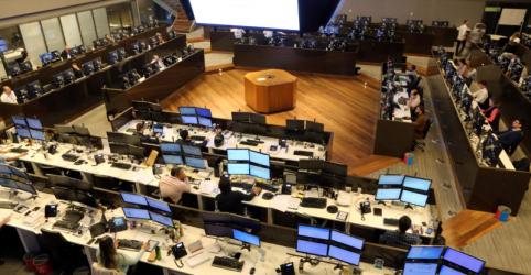 Ibovespa fecha em alta e supera 80 mil pts com bancos após balanço forte do Santander Brasil