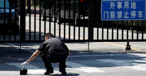 Explosão do lado de fora da embaixada dos EUA na China deixa suspeito ferido