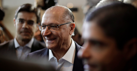 Placeholder - loading - Imagem da notícia Blocão formaliza apoio a Alckmin e busca nome para vice com desistência de Josué Gomes