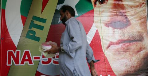 Partido de ex-premiê paquistanês preso reconhece derrota para Imran Khan em eleição
