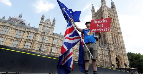 Maioria dos eleitores britânicos apoia referendo sobre acordo final do Brexit, diz pesquisa