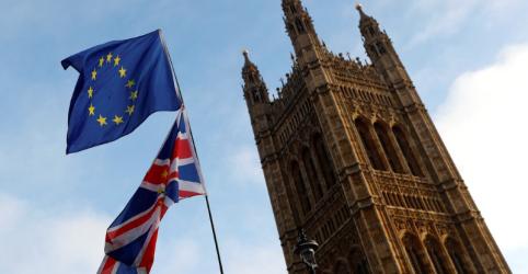 Metade dos britânicos quer novo referendo sobre futuro do Brexit, indica pesquisa