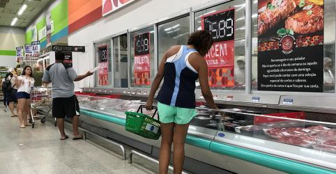 Placeholder - loading - Imagem da notícia Vendas de supermercados no Brasil sobem 3,37% em junho ante 2017, mas recuam na comparação mensal