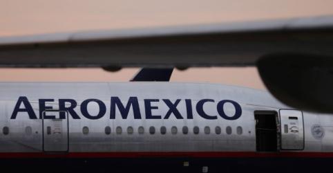 Avião da Embraer operado pela Aeroméxico cai no México; 80 pessoas ficam feridas