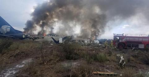 Placeholder - loading - Imagem da notícia Passageiros agradecem a Deus depois de queda de avião sem mortes no México