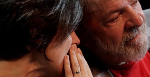 Placeholder - loading - Imagem da notícia Lula impede anúncio de Manuela como vice e quer esticar negociações até 15 de agosto