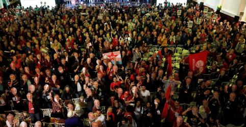 Placeholder - loading - PT oficializa candidatura de Lula e líderes negam plano B ao ex-presidente