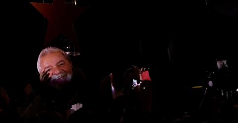 Placeholder - loading - Imagem da notícia Lula diz que se tenta fazer eleição de cartas marcadas no Brasil