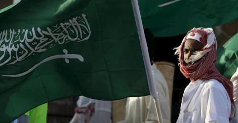 Arábia Saudita suspende novos negócios com Canadá após pedido por libertação de ativistas