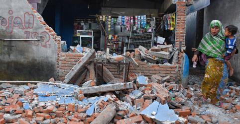 Número de mortos por terremoto na Indonésia chega a 100; milhares de pessoas aguardam socorro