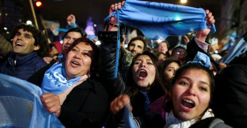 Placeholder - loading - Imagem da notícia Senado da Argentina rejeita projeto de lei para legalizar aborto