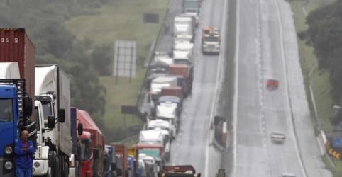 Placeholder - loading - Imagem da notícia Temer sanciona lei que institui tabela de fretes, mas veta anistia a multas por greve