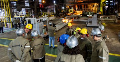 Placeholder - loading - Imagem da notícia Usiminas retoma expediente na usina de Ipatinga após explosão de gasômetro