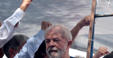 Placeholder - loading - Imagem da notícia Lula reafirma candidatura em carta e diz que falará pelas vozes de Haddad e Manuela