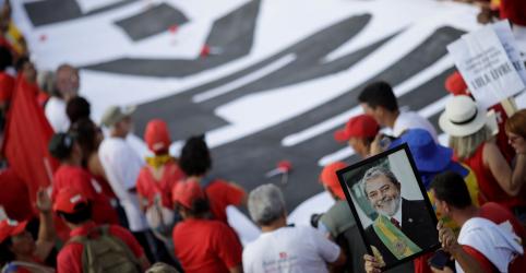Placeholder - loading - Imagem da notícia PT protocola pedido de registro da candidatura de Lula no TSE
