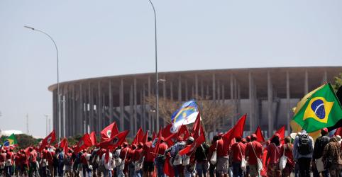 PT registra candidatura de Lula em 'ato de soberania popular'