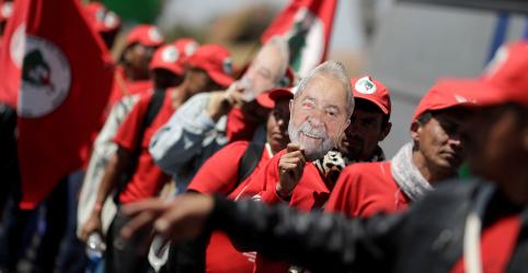 PT registra candidatura de Lula no TSE e Ministério Público já pede impugnação