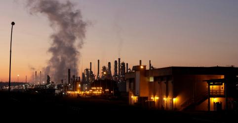 Placeholder - loading - Imagem da notícia Incêndio atinge refinaria da Petrobras em Paulínia e paralisa produção; sem registro de feridos