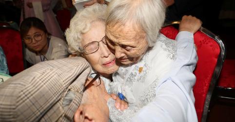 Famílias coreanas separadas pela guerra se reencontram após 65 anos