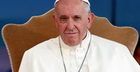 Papa terá encontro com vítimas de abuso sexual durante viagem à Irlanda, diz Vaticano