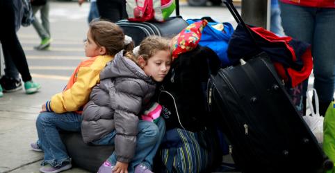 Placeholder - loading - Imagem da notícia Colômbia, Equador e Peru pedem apoio internacional para lidar com imigração venezuelana