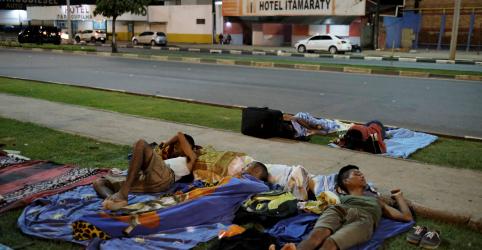 Placeholder - loading - Imagem da notícia Imigrantes venezuelanos sobrevivem com dificuldades nas ruas de Boa Vista