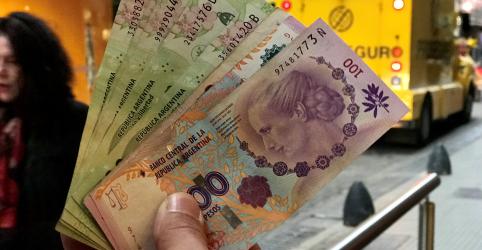 Peso argentino passa por queda livre apesar de aumento dos juros para 60%