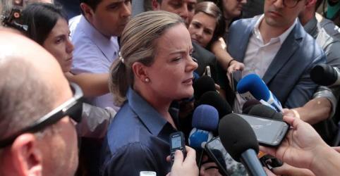 Placeholder - loading - Imagem da notícia Juíza proíbe Gleisi e tesoureiro do PT de visitarem Lula como advogados