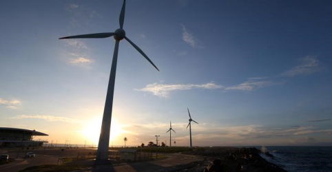 Placeholder - loading - Imagem da notícia Leilão de energia A-6 contrata 2,1 GW em usinas que devem demandar R$7,7 bi